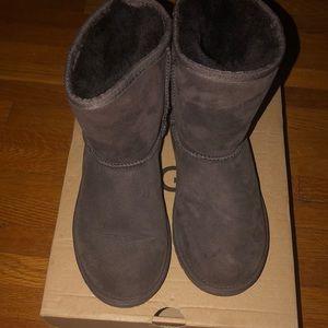 New Uggs Kid Chocolate boots sz 1